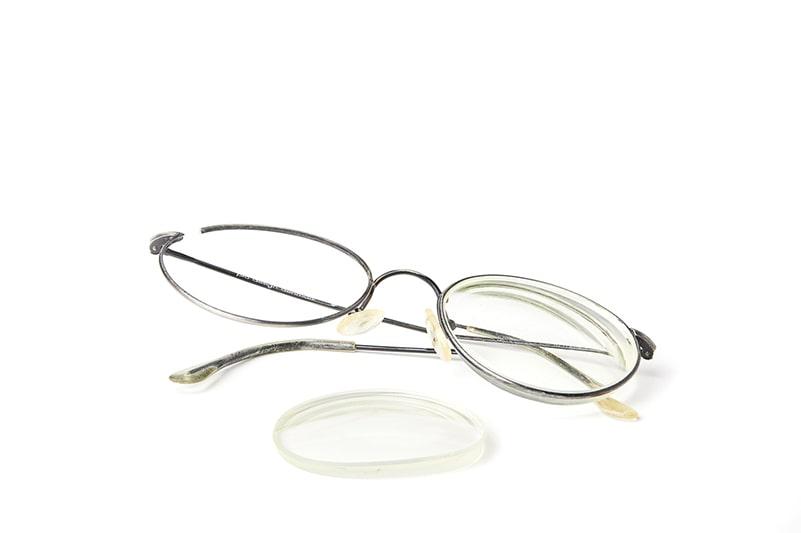 Knækkede metalbriller