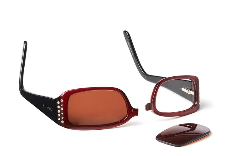 Knækkede plastikbriller