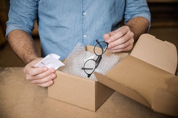 Pakning af ødelagte briller